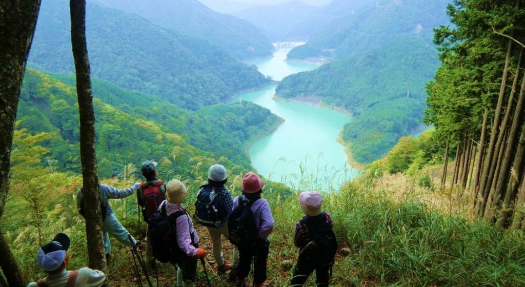 天狗石山から長島ダムを望む