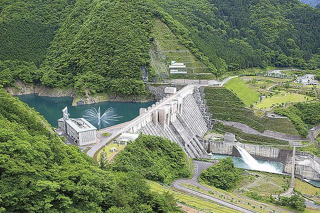 水源地・長島ダムの全景